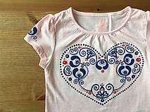 Originálne ľudovoladené dievčenské tričko