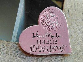 Darčeky pre svadobčanov - ružové magnetky s pečiatkou - 9359800_