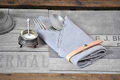 Úžitkový textil - ľanový obrúsok s koženým remienkom (svetlosivý) - 9357984_