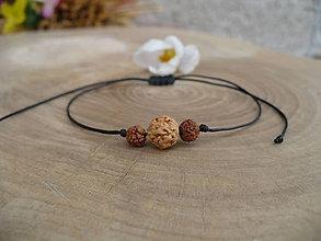 Náramky - jednoduchý šnúrkový náramok s Rudrakshou - 9362710_