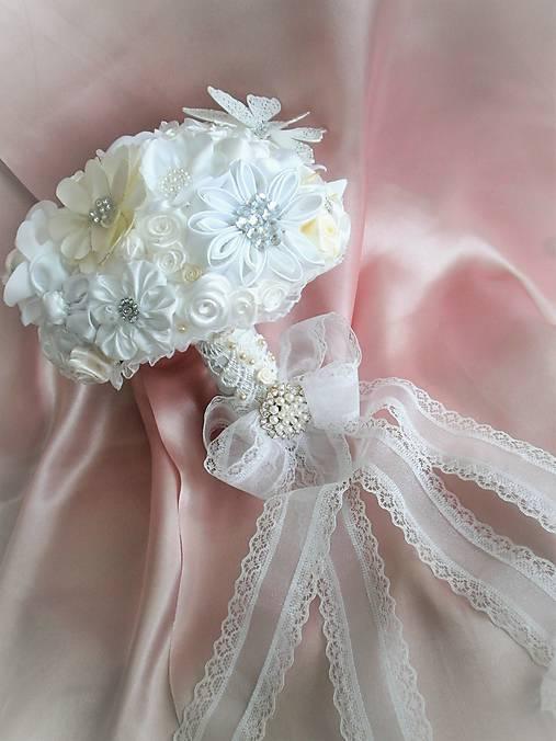 Saténová svadobná kytica pre nevestu