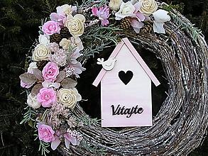 Dekorácie - veniec s ružovým domčekom