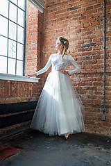 - Svadobné šaty s dlhým rukávom a tylovou kruhovou sukňou - 9366658_