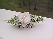 Svadobný kvetinový hrebienok do vlasov