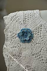 Odznaky/Brošne - háčkovaná brošňa s korálky - 9369590_