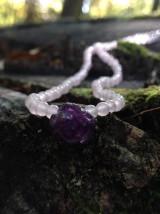 Náhrdelníky - Ruženínový náhrdelník s ametystovým kvietkom - 9373992_