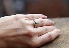 Prstene - Vetvičkový strieborný so smaragdom, pre princeznú - 9374571_