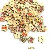 Galantéria - Drevený kvietkovaný gombík - 9376941_