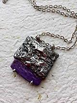 Náhrdelníky - Reliéf- cínovaný prívesok- čaroit - 9380237_