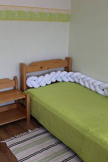 Detské doplnky - Zapletaný nárazník do postele alebo postieľky, rôzne dĺžky a farby - 9378223_
