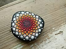 Dekorácie - V oranžovej sa toč - Na kameni maľované - 9380127_
