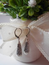 Náušnice - Náušnice - Biele perličky v kornútikoch - 9380793_