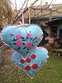 Úžitkový textil - vankúšik s ružičkami - 9377995_