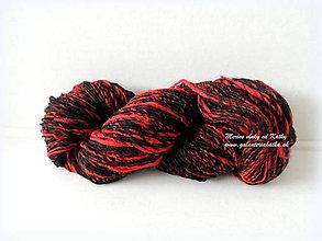Materiál ručne robený - Červeno čierna - ručne pradená merino vlna - 9381984_