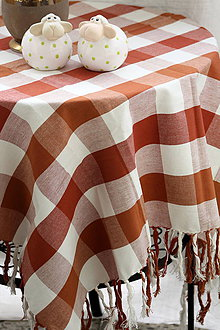 Úžitkový textil - Obrus. Kockovaný hnedobiely kanafasový starosvetský obrus zo strapcami - 9383634_