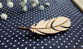 Pierka - Drevený odznak pierko (aj svadobné) - 9382335_
