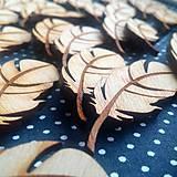 Pierka - Drevený odznak pierko (aj svadobné) - 9382586_