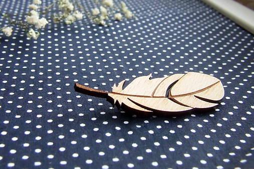 Drevený odznak pierko (aj svadobné)