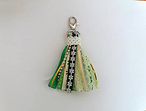 Kľúčenky - Zelený stuhový strapec na kabelku, kočík, kľúčenku... - 9384365_