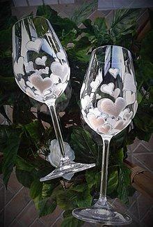 Darčeky pre svadobčanov - Svadobné poháre srdiečkové biele - 9381660_
