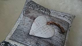 Úžitkový textil - Vankúše - srdcia na dreve - 9387294_