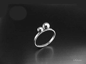 Prstene - Strieborný 925 prstienok s dvoma guličkami - 9389957_
