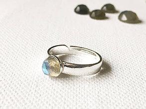 Prstene - univerzálny strieborný prsteň s labradoritom Ag 925, 6 mm - 9386758_