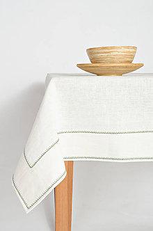 Úžitkový textil - Praný biely ľan so širokým štepom prešitý zelenou výšivkou - 9385550_