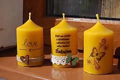 Svietidlá a sviečky - Sviečka so špagátikom, srdiečkom a textom - 9390079_