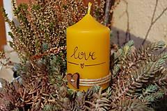 Svietidlá a sviečky - Sviečka so špagátikom, srdiečkom a textom - 9390081_