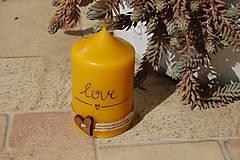 Svietidlá a sviečky - Sviečka so špagátikom, srdiečkom a textom - 9390084_