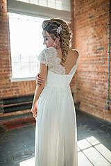 Šaty - Svadobné šaty s V výstrihmi a tylovou sukňou - 9386356_