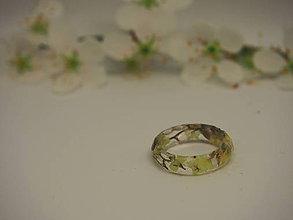Prstene - Číry prstienok s bielymi sušenými kvietkami - 9387716_