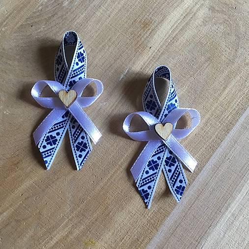 folklórne pierka modro-biele s dreveným srdiečkom (Modrá)
