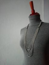Náhrdelníky - Pletený náhrdelník s retiazkami - 9394327_
