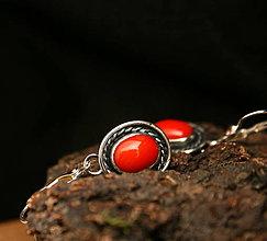 Náušnice - Strieborné náušnice s červeným korálom - 9391038_
