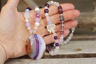 Náhrdelníky - Bohemian náhrdelník z minerálov achát, ruženín, ametyst, fluorit - 9393932_