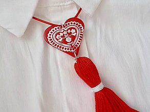 Náhrdelníky - FOLKLÓRNY náhrdelník so strapcom-červený - 9393938_