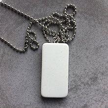 Náhrdelníky - Betónový náhrdelník Geometric white (natural) - 9395593_