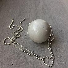 Náhrdelníky - Betónový náhrdelník light Gray MOON - 9395741_