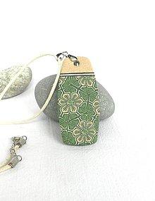 Náhrdelníky - Prívesok zelený kvetnatý - 9395701_
