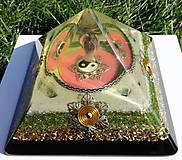 Dekorácie - Výpredaj Orgonit JING JANG s ametystovým anjelom, fluoritmi, horským kryštálom a keltskými špirálami. - 9400265_