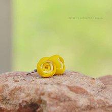 Náušnice - žlté mini napichovačky - 9398770_