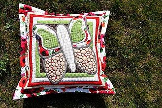 Úžitkový textil - Krajina divých kvetov - motýľ - červené prevedenie - 9401098_