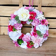 Dekorácie - Veniec na dvere sýto ružový, karmínový so sukulentami - 9407262_