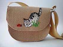 Moja prvá kabelka (Zvedavá mačička)
