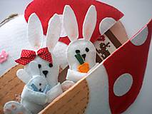 - Textilná knižka (Zajačia rodinka) - 9404971_