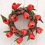 Dekorácie - Tulipánový veniec na dvere - 9405733_