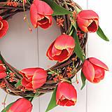 Dekorácie - Tulipánový veniec na dvere - 9405734_