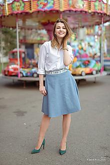 Sukne - Denimová sukňa svetlá s folkovým prvkom - 9407346_
